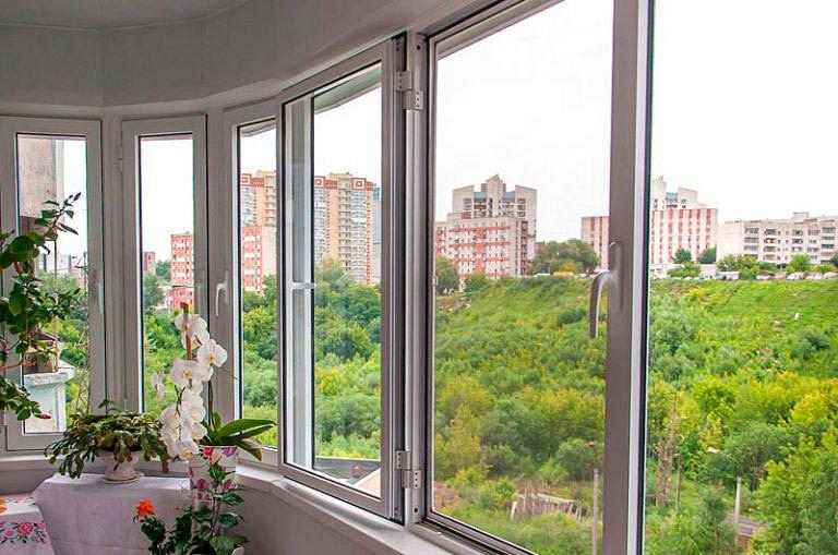 «Теплое» и «холодное» остекление балконов и лоджий